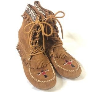 Minnetonka suede beaded  lace up short boots/ 8